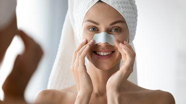 Jak pozbyć się wągrów z twarzy? Pomocne okażą się specjalne plastry. Zdjęcie ilustracyjne