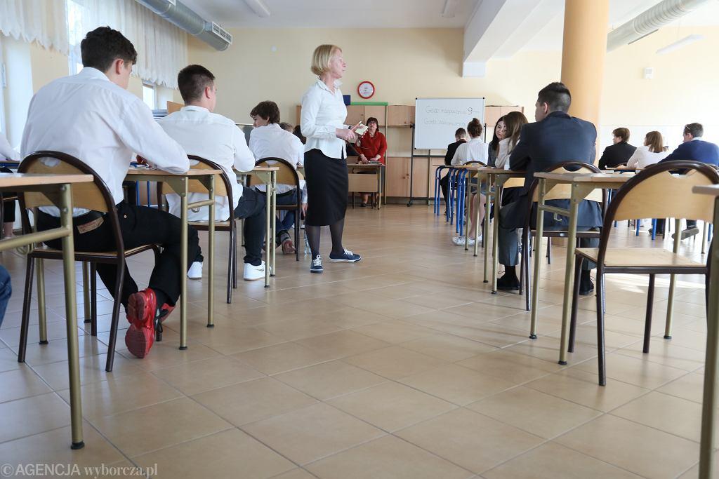 Egzamin gimnazjalny w szkole Piasecznie w trzecim dniu strajku nauczycieli