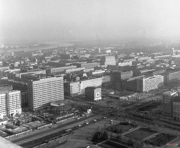 Trwa właśnie zabudowa tzw. Ściany Wschodniej (kwartału między ul. Marszałkowską i Al. Jerozolimskimi). Powstaje Rotunda PKO, trwają też prace pod budowę Domów Towarowych Centrum.