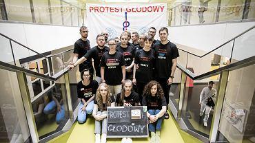 Protest - głodówka lekarzy rezydentów w Dziecięcym Szpitalu Klinicznym w Warszawie, 19 października 2017