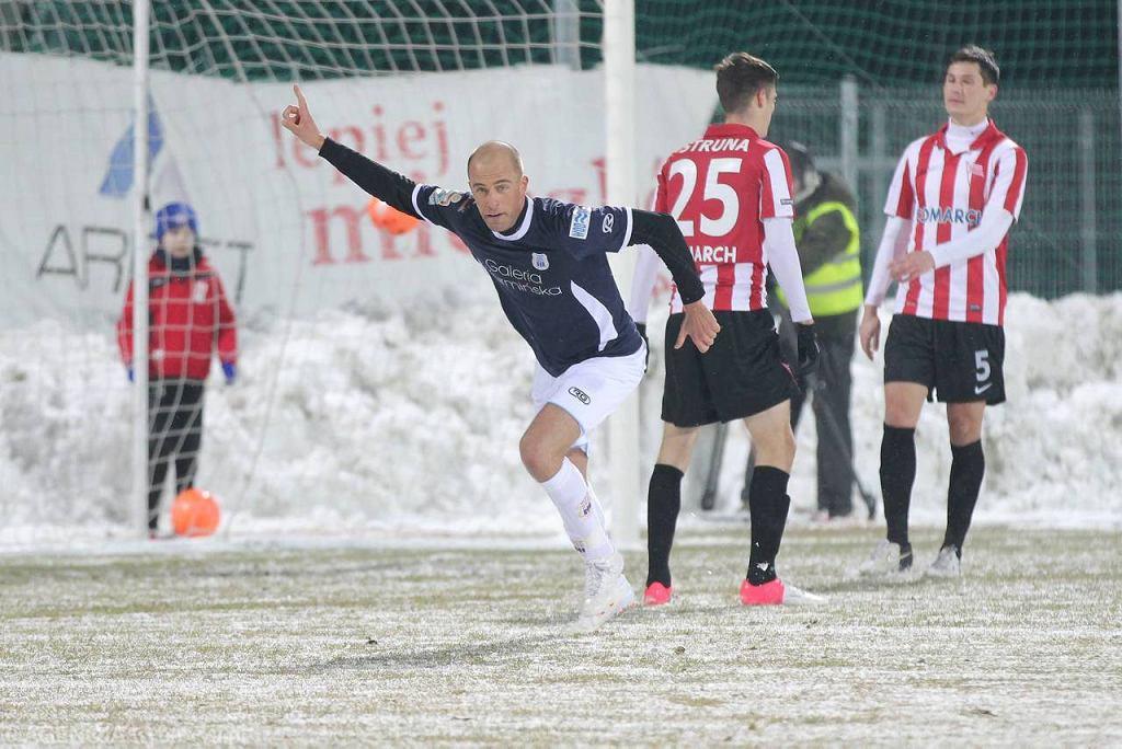 Stomil - Cracovia 3:0. Paweł Kaczmarek trafił do bramki