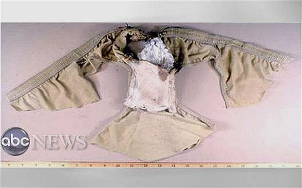 Fragment bielizny z ładunkiem wybuchowym