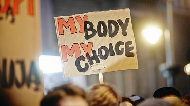 Protest kobiet przeciw projektowi zmian w ustawie o ochronie życia poczętego; 23.03.2018 Łódź