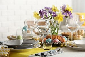Stół wielkanocny - jak go udekorować? Inspiracje