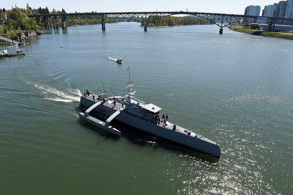 Największy obecnie okręt bezzałogowy w USA, Sea Hunter. Służący do rozwoju technologii dla jednostki, która mógłaby wyszukiwać i śledzić okręty podwodne przeciwnika