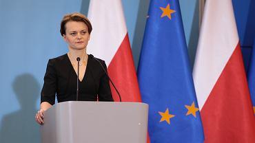 Minister rozwoju Jadwiga Emilewicz podczas konferencji prasowej dot. pandemii koronawirusa. Warszawa, KPRM, 12 marca 2020