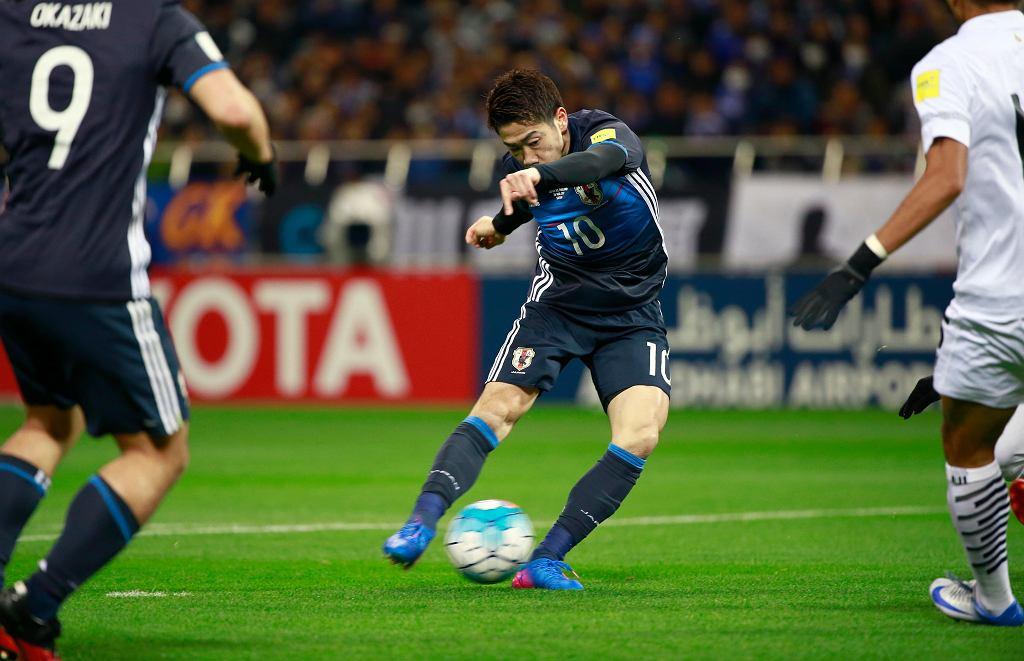 MŚ 2018. Shinji Kagawa strzela gola dla Japonii w ostatnim meczu eliminacji mundialu, z Tajlandią