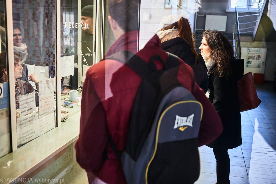 Pandemia koronawirusa. Zamknięte szkoły i uczelnie. Osiedle studenckie Uniwersytetu Łódzkiego , 11 marca 2020