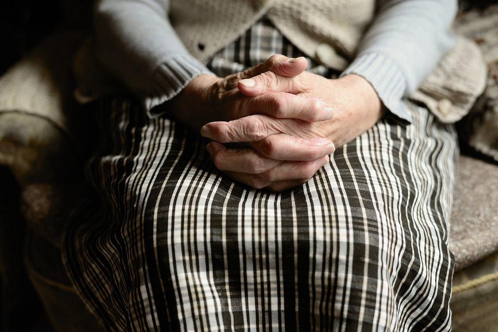 101-latka pokonała koronawirusa. Kobieta właśnie została wypisana ze szpitala (zdjęcie ilustracyjne)