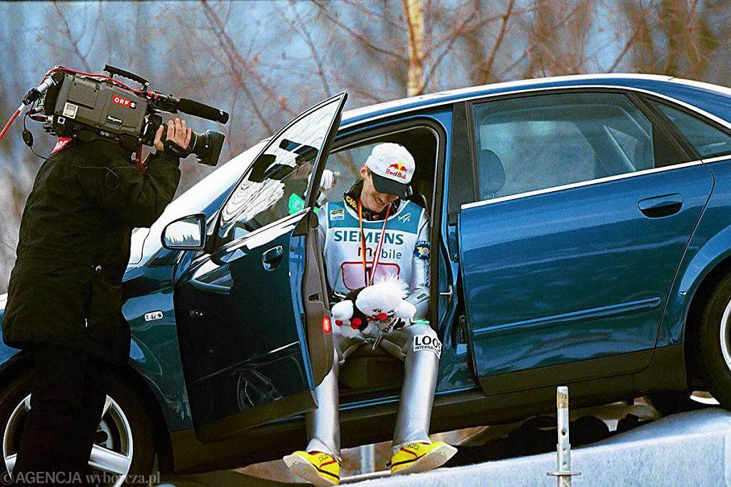 2001. Adam Małysz jako zwycięzca klasyfikacji generalnej otrzymał samochód Audi Quattro o wartości 50 tys. marek oraz 90 tys. franków szwajcarskich