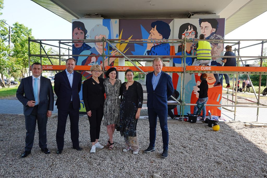 Na przystanku PKM Strzyża w Gdańsku ruszyły prace przy muralu 'Kobiety Wolności'