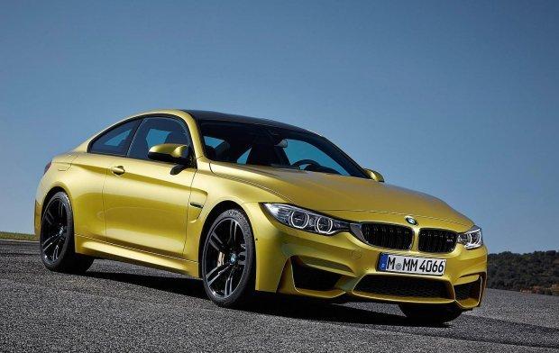 BMW M4 jest łatwy do opanowania, gdy systemy są włączone, ale jeśli się je wyłączy...