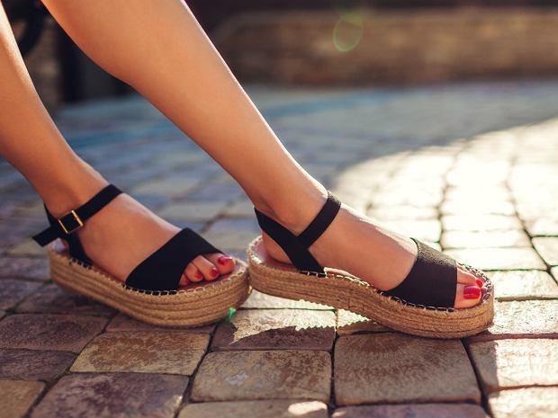 4 modele sandałów na lato, które są wygodne i świetnie wyglądają