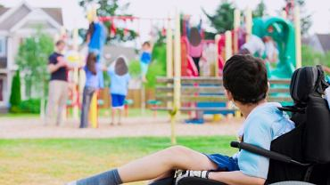 Dystrofia mięśniowa to szybko postępujące schorzenie genetyczne, które najczęściej rozwija się już u małych dzieci