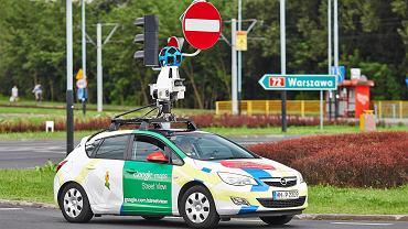 Samochod firmy Google Street View podczas rejestrowania ulic