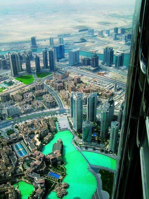 Burdż Chalifa: widok z tarasu widokowego zapiera dech w piersiach, Podróż do Dubaju: tu wszystko musi być
