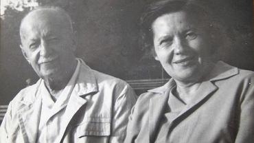Lekarz Józef Bellert z młodszą córką Marią w czerwcu 1969 r. na ostatniej fotografii
