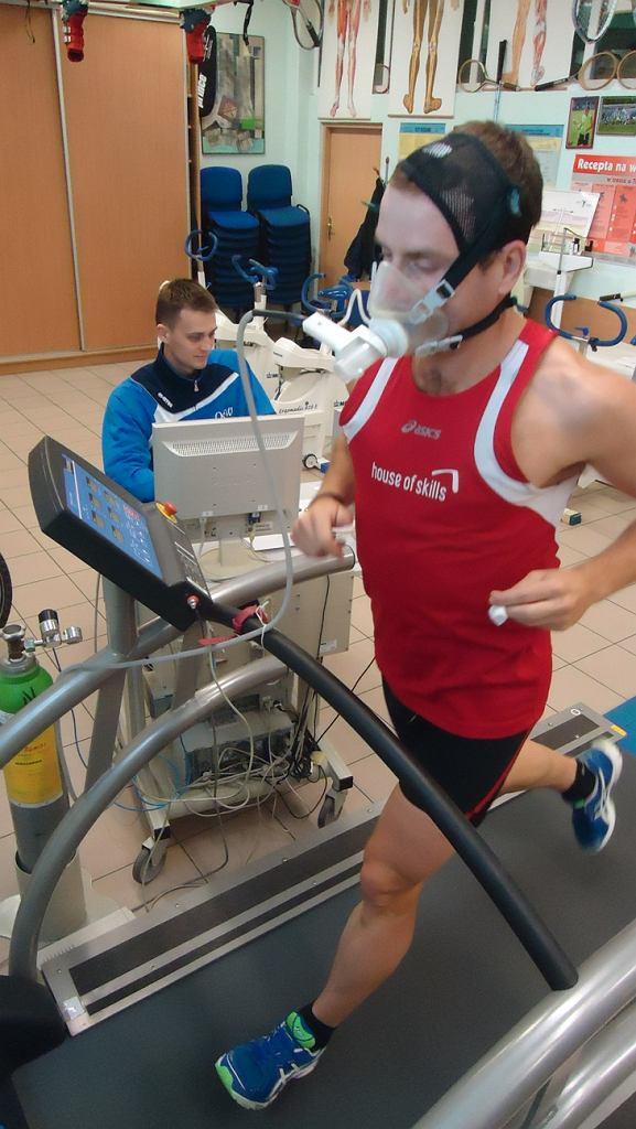 Marcin Konieczny z Triathlon Series Team podczas badań