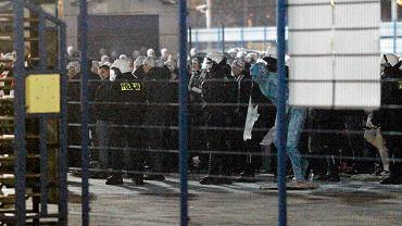 Mecz Zawisza - Widzew, na którym przyjechali sprzymierzeni z kibolami Zawiszy, fani ŁKS. Nie zostali wpuszczeni na stadion, co skończyło się zamieszkami i konfliktem z Osuchem
