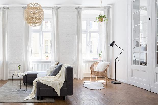 Jaki żyrandol do salonu? Propozycje klasyczne, minimalistyczne i glamour