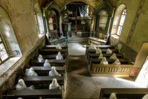 To prawdopodobnie najbardziej przerażający kościół na świecie. Stoi niedaleko Pilzna