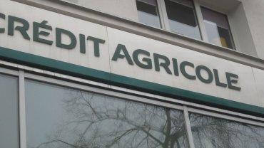 Postępowanie przeciwko bankowi Credit Agricole zostało wszczęte 5 listopada 2015 roku. UOKiK zarzucił mu, że zmieniał umowy z klientami, nie wskazując podstawy prawnej.
