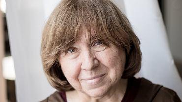 Swietlana Aleksijewicz, wybitna reportażystka i laureatka literackiego Nobla, została zatrzymana na lotnisku w Berlinie, bo jego obsługa uznała, że próbuje wnieść na pokład samolotu bombę