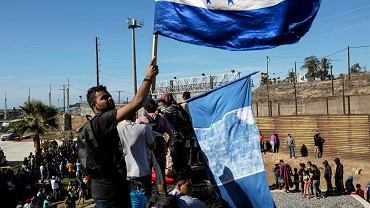 Migranci na granicy USA z Meksykiem, 25 listopada 2018