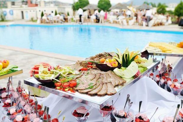Wyżywienie w formie bufetu szwedzkiego w hotelowej restauracji