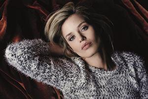 Sweter oversize - gotowe stylizacje i najmodniejsze fasony