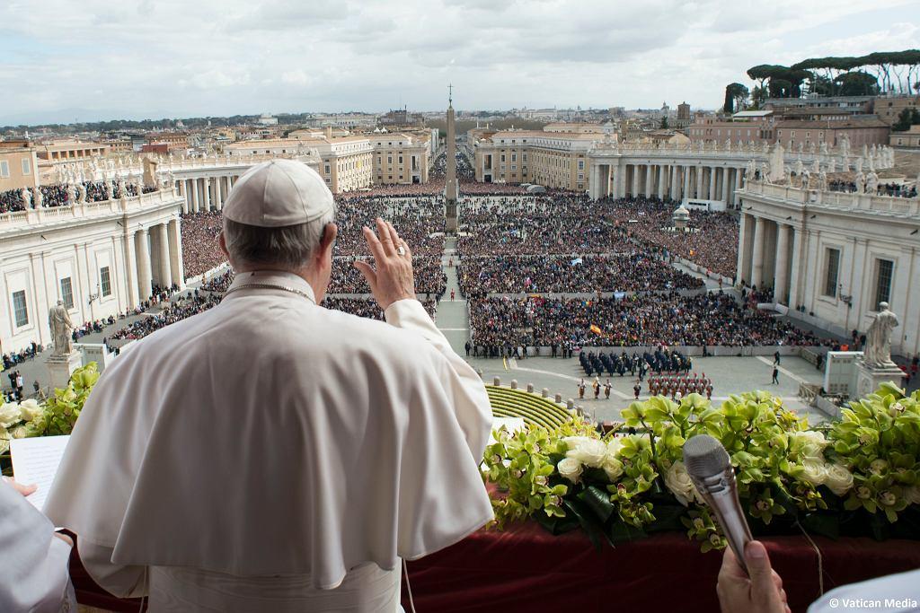Papież udzielił błogosławieństwa Urbi et Orbi