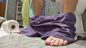 Za świąd, ból przy oddawaniu stolca oraz krwawienie z odbytu najczęściej odpowiadają hemoroidy