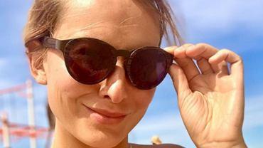 Joanna Moro topless na zdjęciu z rodziną. Fani oburzeni: Przy tak dużym chłopcu bez stanika. Aktorka odpowiedziała