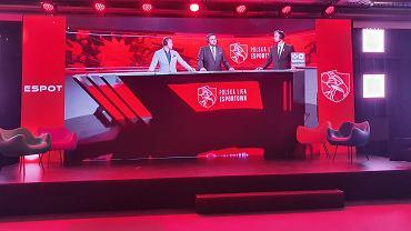 Każdy mecz Polskiej Ligi Esportowej poprzedzony jest analizą w studiu.