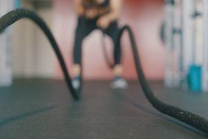 Jak zacząć biegać interwały? Plan dla początkujących i przykłady ćwiczeń rozgrzewających