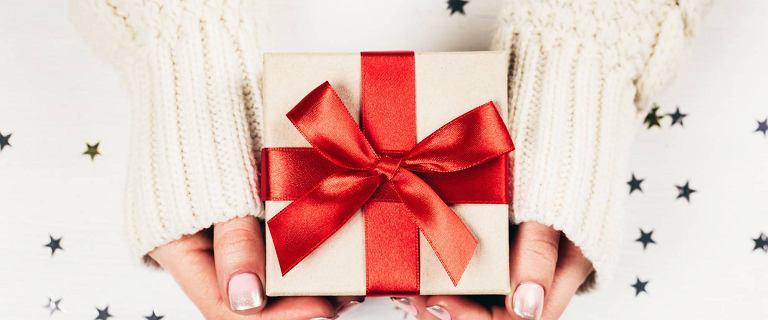 Pięć pomysłów na prezent świąteczny dla kobiety. Propozycje w różnych przedziałach cenowych, które ucieszą każdą fankę mody