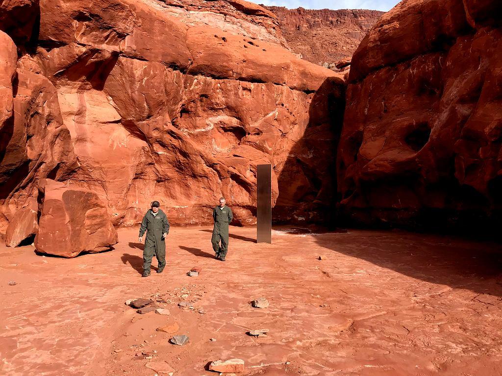 Tajemniczy monolit na pustyni w Utah w USA.