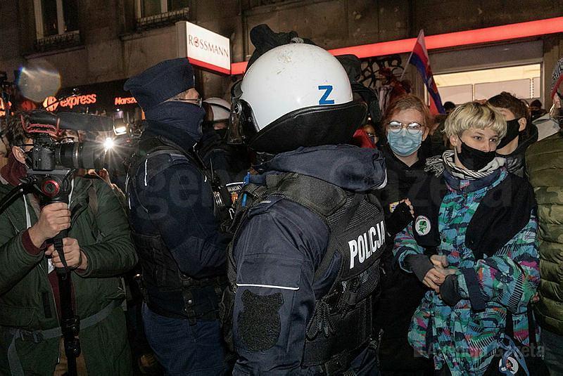 Interwencja policji podczas Strajku Kobiet
