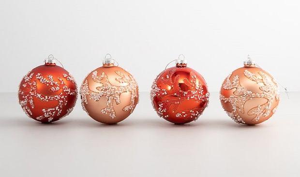 Świąteczne dekoracje: bombki choinkowe - jak wybrać idealne?