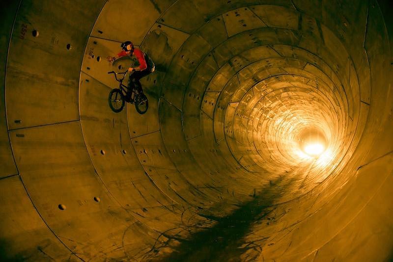 Dawid Godziek w tunelu II linii metra