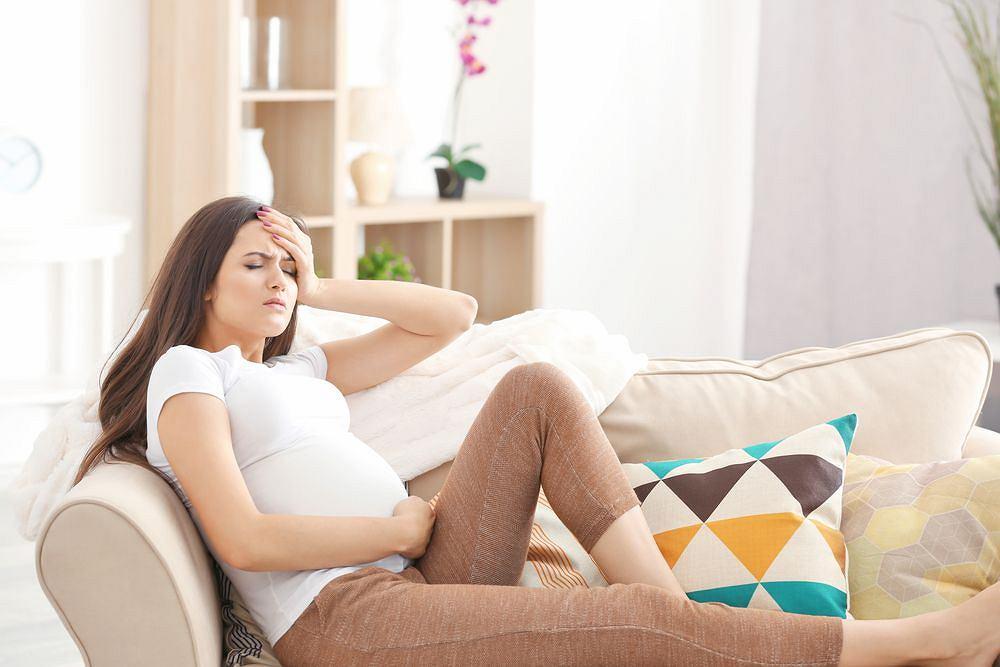 Zawroty głowy, wymioty, nawet zasłabnięcia na początku ciąży zazwyczaj nie oznaczają żadnych problemów ze zdrowiem. W ciąży zaawansowanej zawsze są sygnałem niepokojącym, wymagającym szybkiej konsultacji z lekarzem