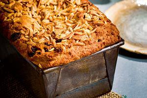 Chlebek z bakaliami z mąki migdałowej