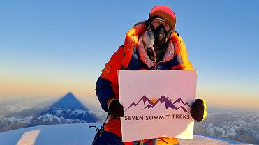 Sona Sherpa na szczycie K2. Karakorum, 16 stycznia 2021