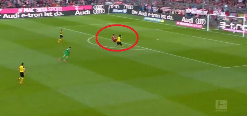Tak Robert Lewandowski strzelił gola w meczu Bayern Monachium - Borussia Dortmund