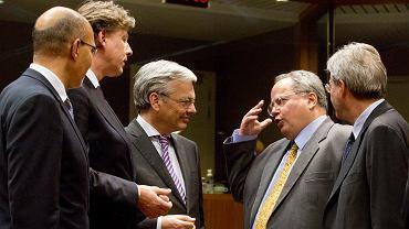 Minister spraw zagranicznych Grecji - Nikos Kodzias rozmawia z ministrami Francji, Holandii i Belgii w trakcie spotkania szefów dyplomacji państw UE w Brukseli