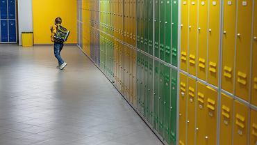 Koronawirus w szkołach i przedszkolach jest przyczyną powrotu do nauki zdalnej