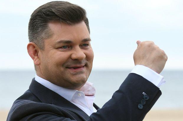 Emerytury w Polsce to wrażliwy temat dla prawie każdej grupy społecznej. Jak się okazuje, do malkontentów nie zalicza Zenek Martyniuk, który w trakcie jesieni życia będzie mógł żyć iście po królewsku.