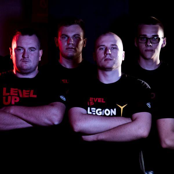 Kamil Tarka, drugi od lewej, z drużyną Legion.