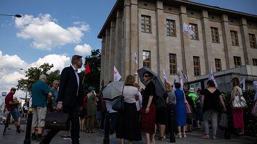 Protest 'Solidarności' przed Muzeum Narodowym w czerwcu 2019 r.