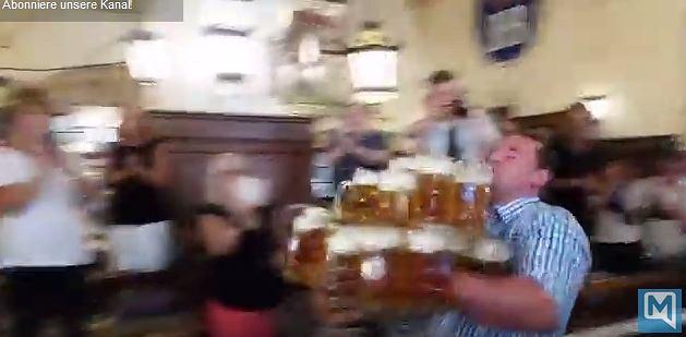 Zdjęcie numer 3 w galerii - Jak wygląda bicie rekordu świata w noszeniu kufli z piwem? Zobaczcie